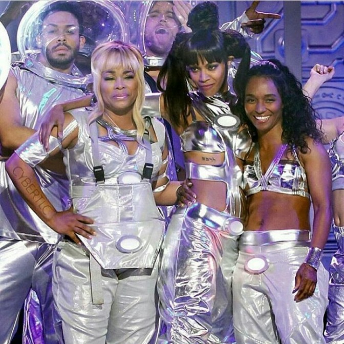 "Zoe Saldana Rocks ""No Scrubs"" with TLC on Lip Sync Battle"