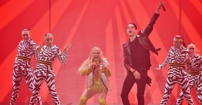 Britney Spears & G-Eazy Perform at the VMAs
