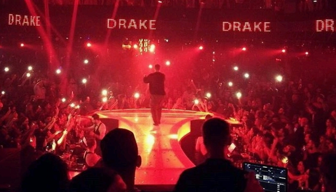 "Drake Performs ""One Dance"" In Dubai"