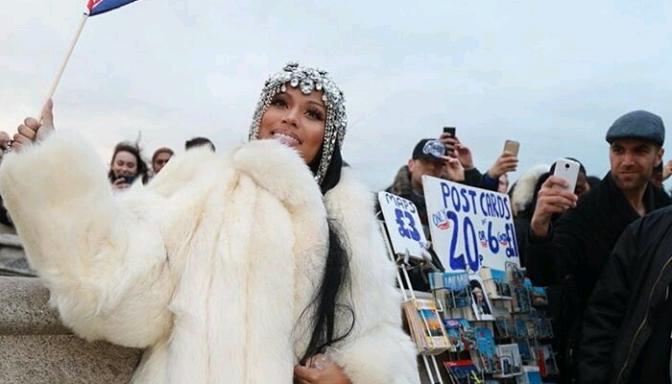 Nicki Minaj Twerks After Making Billboard History