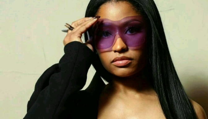 """Nicki Minaj Slaying In This """"Lil Kim"""" Inspired Outfit"""