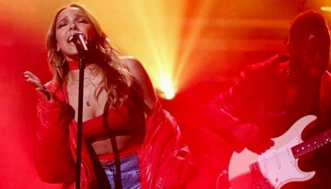 """Tinashe Performs """"Flame"""" on The Tonight Show"""