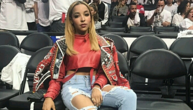 Tinashe Sings National Anthem Before Clippers/Jazz Game