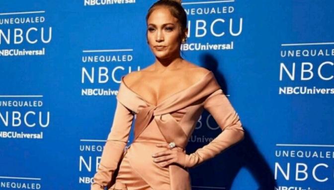 Jennifer Lopez Slays Blue Carpet at NBCUniversal 2017 Upfront