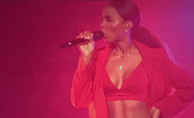 """Kelly Rowland Performs NEW Song Titled """"Conceited"""""""