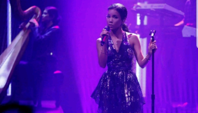 "Jhene Aiko Performs ""While We're Young"" on Seth Meyers"