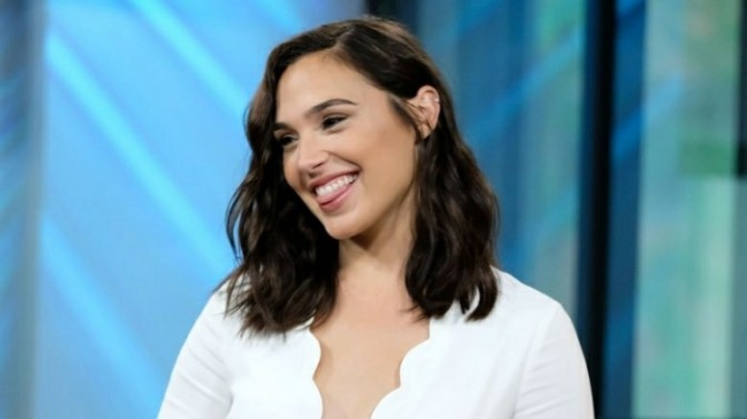 "Gal Gadot Gets a ""LEMON"" Dance Lesson From Mette Towley"