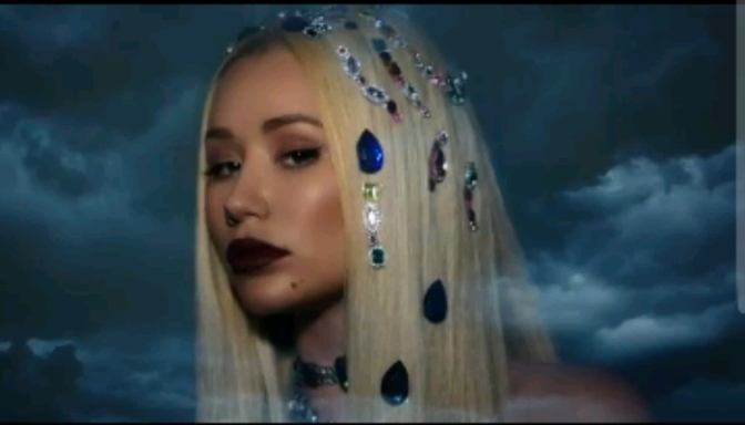 "(Lyric Video) Iggy Azalea Feat. Quavo ""Savior"""