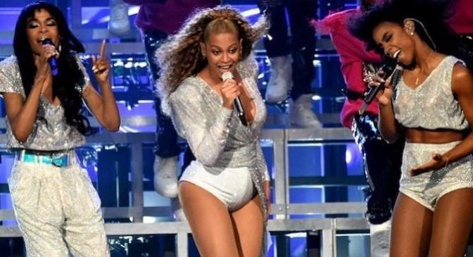 Michelle Williams Talks Beyonce, Coachella, Rehearsals & More