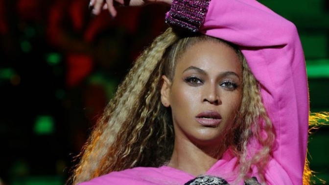 Beyonce Fixes Stage Herself During Her Coachella Performance