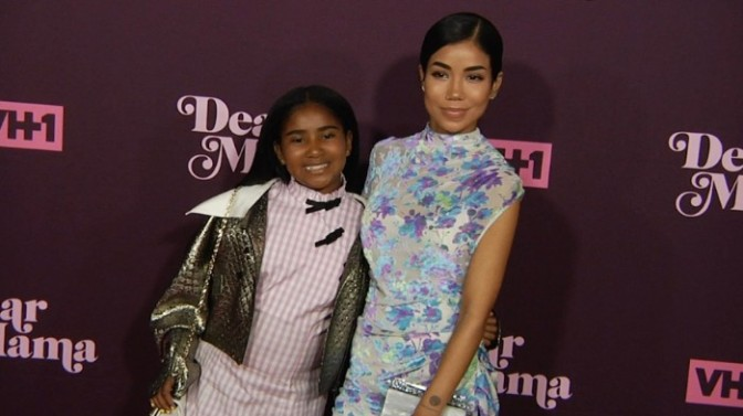 "Jhene Aiko & Her Daughter Hit the Stage at VH1's ""Dear Mama"""