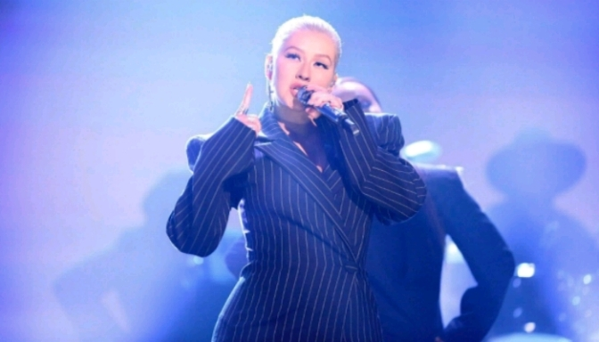 """Christina Aguilera Performs """"Fall In Line"""" On The Tonight Show"""